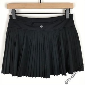 Lululemon Black Pleat to Street Skirt ll
